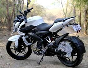 pulsur200 new model bajaj 200 ns to resume production in 2017 with bs iv