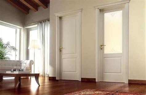 porte interne laccate bianche abbinare porte e pavimento foto design mag