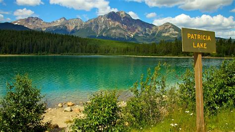 Patricia Lake in Jasper, Alberta   Expedia.ca