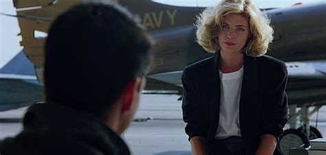 topgun women hairstyle style in film kelly mcgillis in top gun classiq