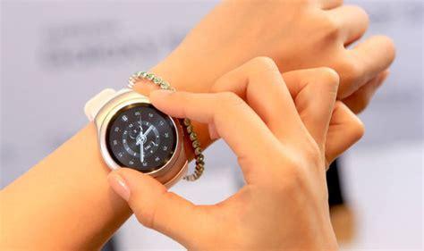 Samsung Gear S Smartwatch Stylish Samsung Gear S2 Smartwatch Will Cost Less Than An Apple
