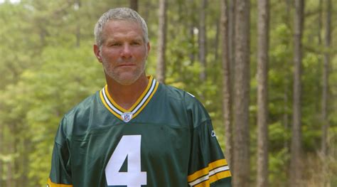 brett favre sports illustrated cover features former