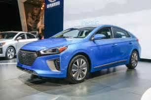 Hybrid Hyundai 2017 Hyundai Ioniq Hybrid Starts 2 500 Less Than Toyota