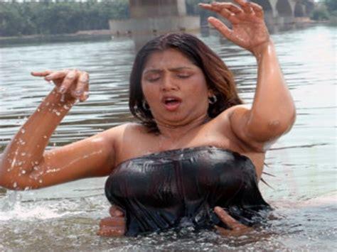 tamil actress bathroom scene malayalam kambi kadhakal kaayalorathe banglavu