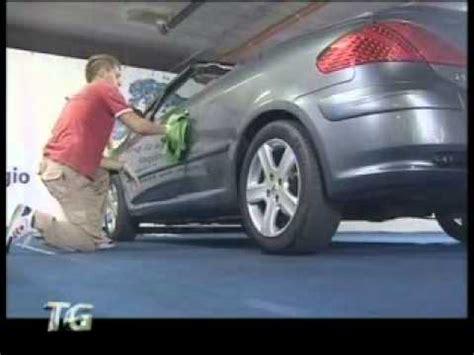 smacchiare tappezzeria auto come lavare sedili e tappezzeria auto in tessuto con tr