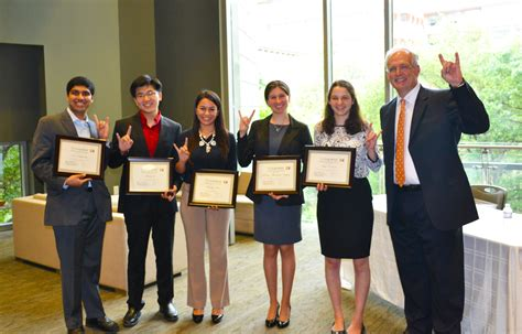 Mccombs Mba Honors by Bhp Students Honored With Top Mccombs Awards Bhp News
