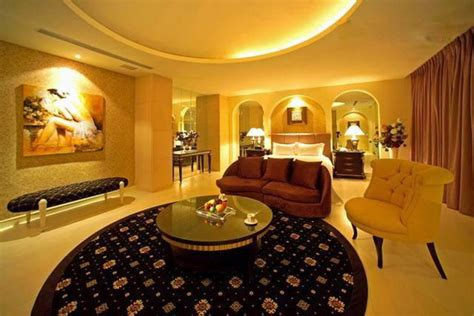 interior decoration of 2012 to 2013 aishwarya rai bedroom pic