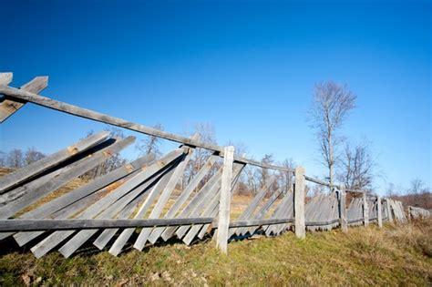 dont wait  repair  wooden fence  good   llc