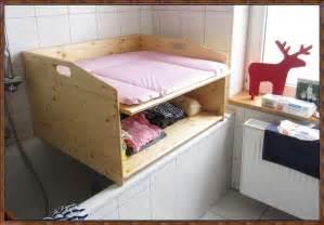 badewanne wickeltisch wickeltisch auf badewanne selber bauen inspiration f 252 r