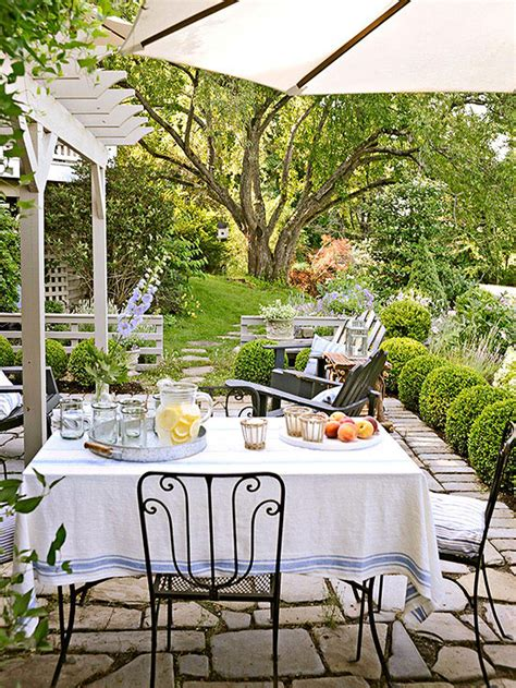 pretty backyard ideas five for friday 31 the honeycomb home