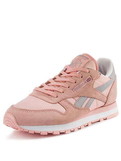 light pink reebok classics reebok classic leather seasonal ladies fashion trainers in