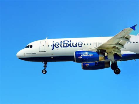 jetblue offers  wi fi internet    flights dwym