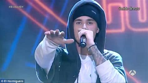 now you re singing with a swing justin bieber scolds spanish fans for not sticking to what