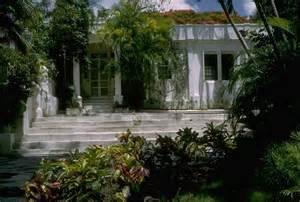 hemingway house cuba ernest hemingway s home in havana cuba photos the decline and decay of cuba ny