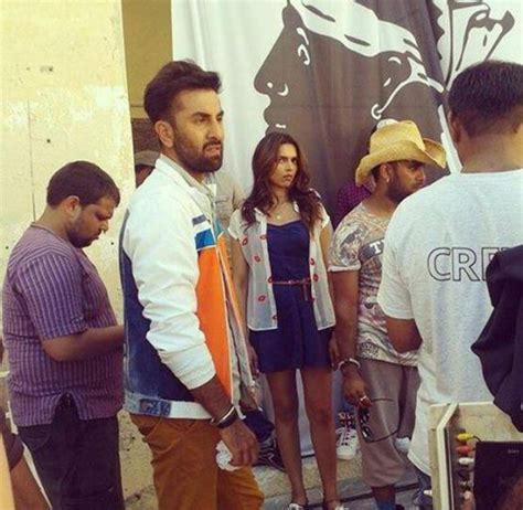 film india terbaru tamasha tamasha diaries ranbir woos deepika with flowers