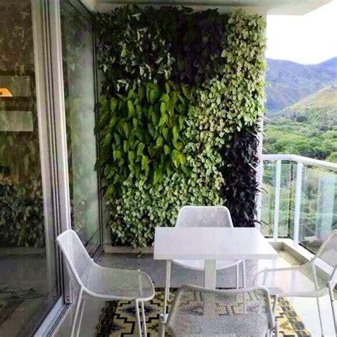 imagenes jardines y balcones c 243 mo instalar un jard 237 n vertical peque 241 o en la terraza