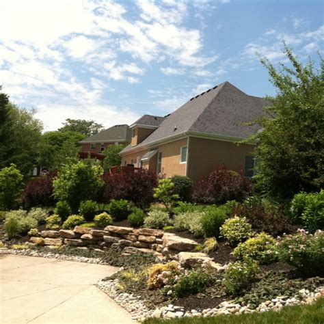 driveway landscape driveway landscaping and curb appeal ideas pin