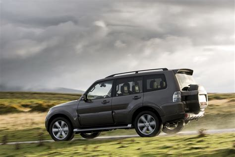 mitsubishi shogun mitsubishi facelifts the shogun in united kingdom speed carz