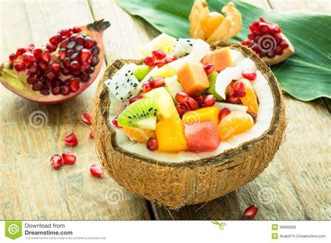 lade decorate exotische verse fruitsalade stock foto afbeelding 39683928