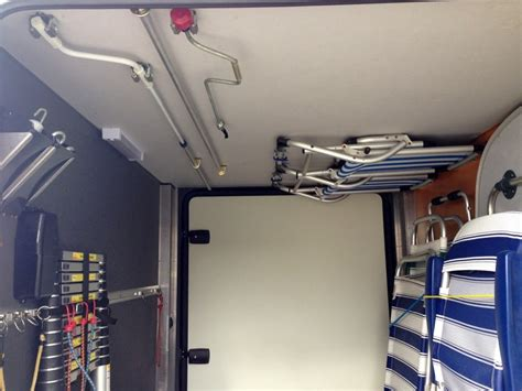 wohnmobil einrichten einrichtung heckgarage mit regalen idea regale wohnmobil