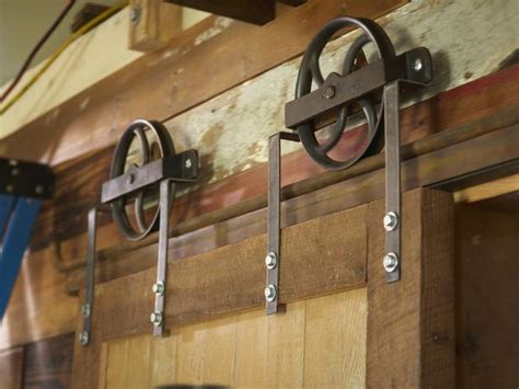 Diy Sliding Barn Door Hardware How To Build A Sliding Barn Door How Tos Diy