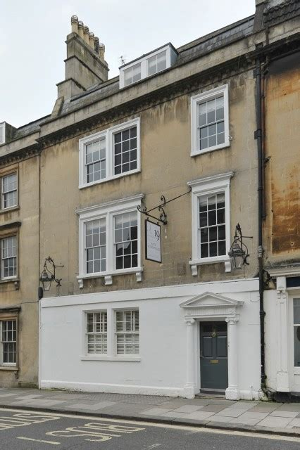 roman spa townhouse tipsy hens bath townhouse 8 self catering cottage for hen parties in