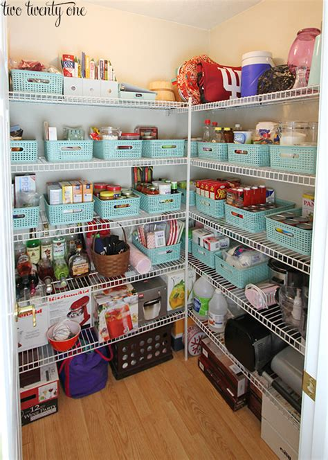 best way to organize pantry 10 ways to organize your pantry decorating your small space
