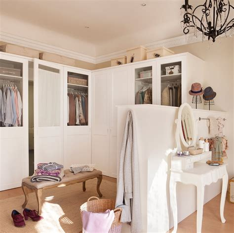 como organizar el armario en una espacio  dos