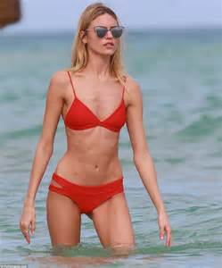 celebrity ghost hunt roxanne victoria s secret model martha hunt turns up the heat in