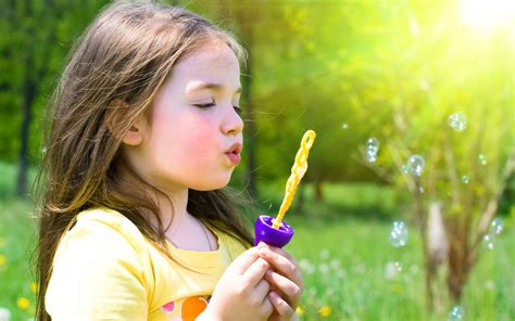 wallpaper girl little cute little girl playing bubble hd wallpaper baby wallpapers