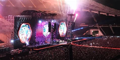 coldplay live 2017 coldplay live in bangkok 2017 hippiedreamer