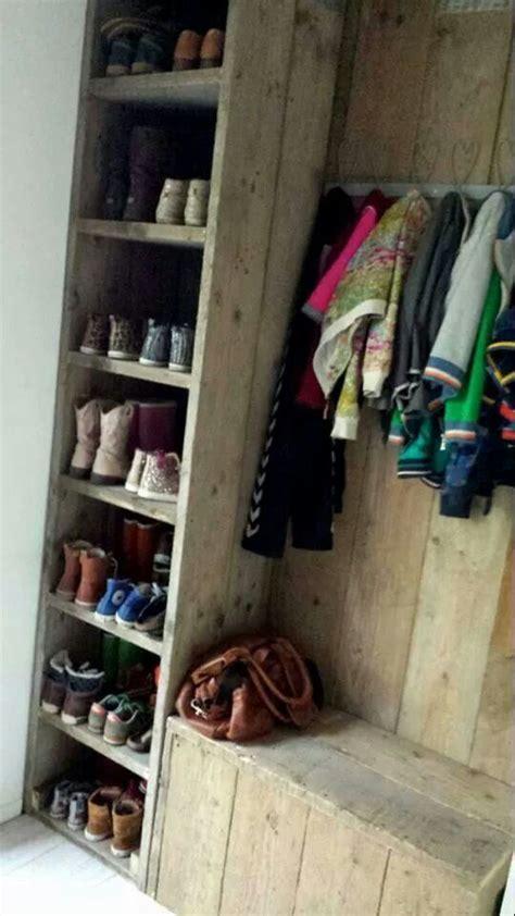 garage coat and shoe storage voorzie steigerhout teksten met lettersjablonen http