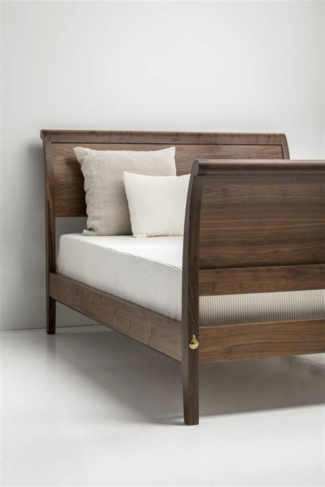 sleigh bed curved footboard thos moser