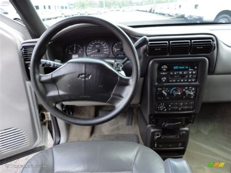 Chevy Venture Interior by 2002 Chevrolet Venture Lt Medium Gray Dashboard Photo
