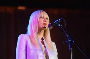 Sia Singing Chandelier Sia S Photos 171 Wwmx Fm