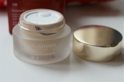 clarins extra comfort foundation swatches clarins extra comfort foundation review the sunday girl