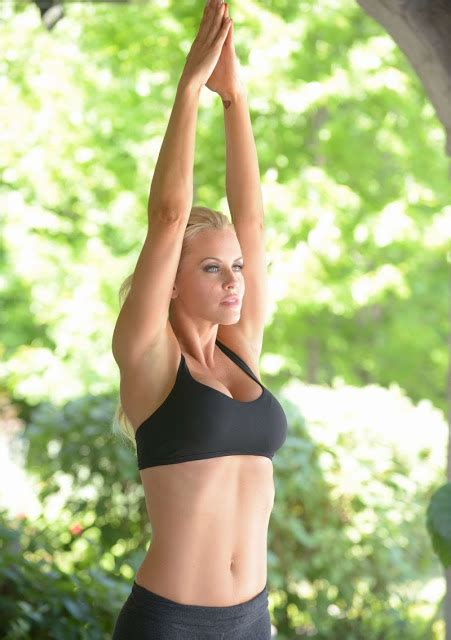 does jenny mccarthy use wen mad max girls jenny mccarthy spices up workout