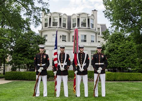 marine color guard marine barracks gt units gt the united states marine corps