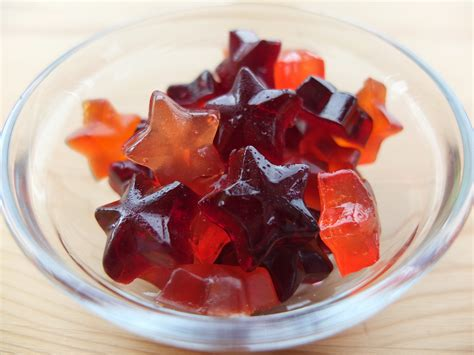 how to make homemade gummy candy for halloween chatelaine