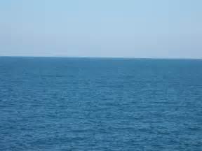 Me sumerjo en un mar en calma sin olas sin movimiento y estoy en