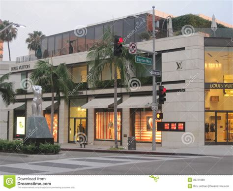 drive and shop louis vuitton store at rodeo drive in beverly hills