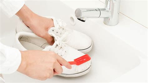 some easy tips to clean your white shoes top shoes