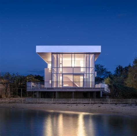 White Kitchen Island by Fire Island House Richard Meier Amp Partners Architects