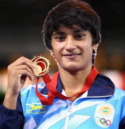biography of geeta phogat vinesh phogat family background father mother name