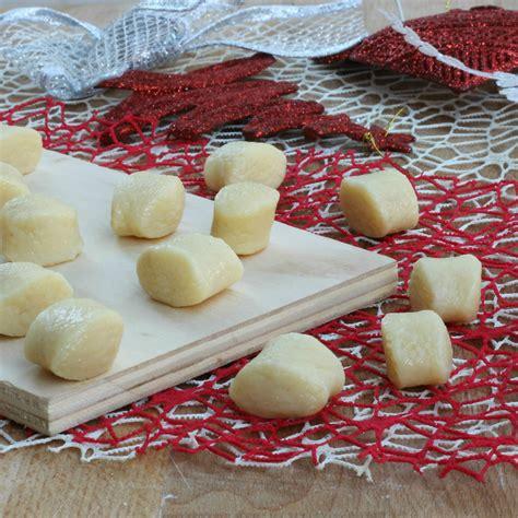 gnocchi fatti in casa ricetta gnocchi di patate fatti in casa ricetta facile pasta fresca