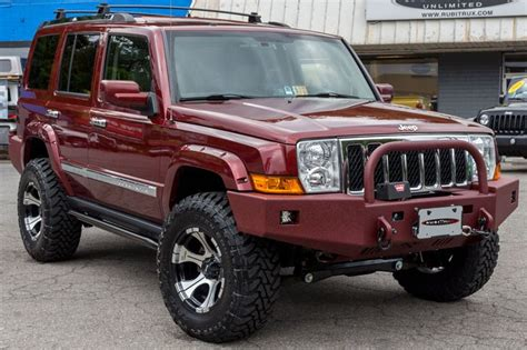 red jeep commander left front angle