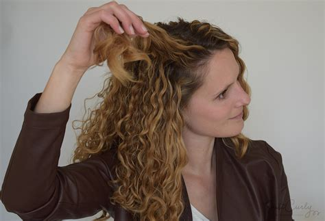 2 Ways To Create The And Wavy Hair Style by One Braid Two Great Hairstyles Justcurly