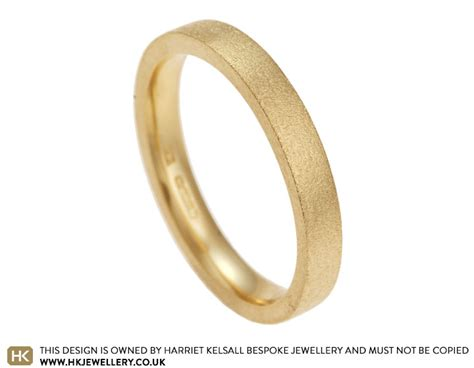 s 18 carat yellow gold wedding band with pin end finish