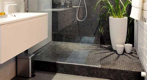 italienne leroy merlin dans la salle de bains une estrade cache les canalisations