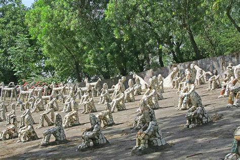 Rock Garden Chandighar Best Tourist Places To Visit In Chandigarh And Its Attractions Mirchi Travels